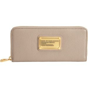 Marc Jacobs Classic Q Slim Ziparound Wallet